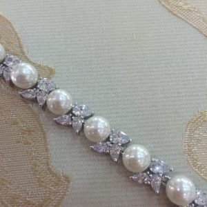 Gorgeous Bridal Bracelet with Pearls & Crystal