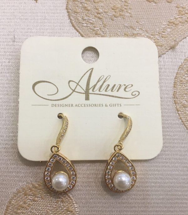 Gold Tear Drop Earrings with Pearl